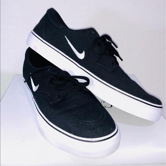 10fc411811e0 Nike SB Clutch Men s Skate Shoes NWT